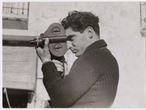 Robert Capa fotografiado por Gerda Taro en Segovia. 1937